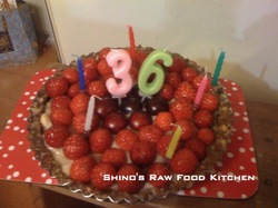 Rawtartrawbirthdaycake2